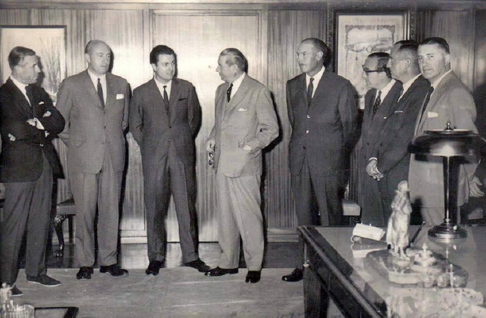 Con autoridades del gobierno provincial en el momento de sus mayores éxitos.