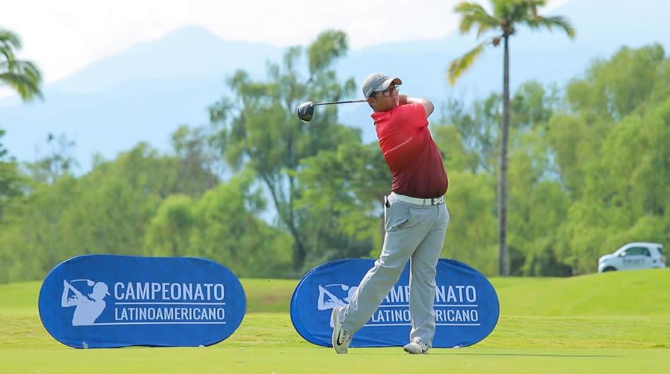Uno de los jugadores del equipo de Brasil, durante la 2da ronda de la 10ma edición del Campeonato Latinoamericano de Golf que se desarrolla en el Campo Greg Norman del complejo Vidanta Nuevo Vallarta, México