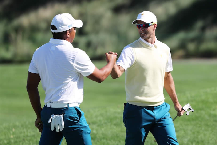 Jhonattan Vegas y Adam Scott (cortesía Getty Images - Sam Greenwood)