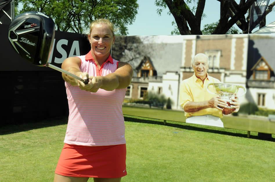 Jennifer Dahlgren, la atleta olímpica especializada en lanzamiento de martillo, demostró que tiene un excelente swing también en el golf en el Pro-Am del 112° VISA Open de Argentina presentado por Macro (Enrique Berardi/PGA TOUR)