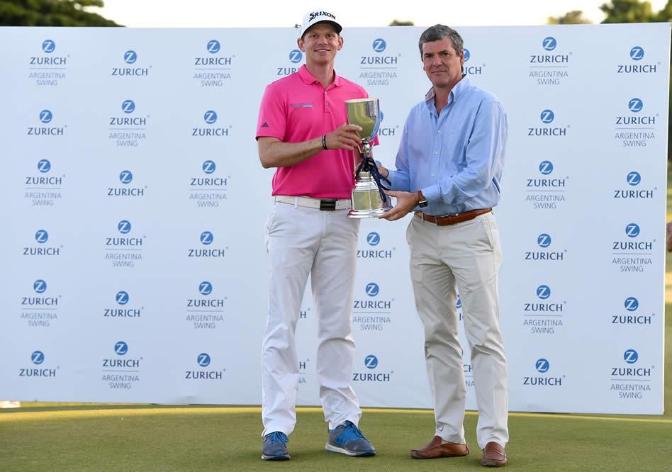 Jared Wolfe (USA), ganador del Zurich Argentina Swing 2017, junto a Fabio Rossi, CEO de Zurich Argentina (Enrique Berardi/PGA TOUR)