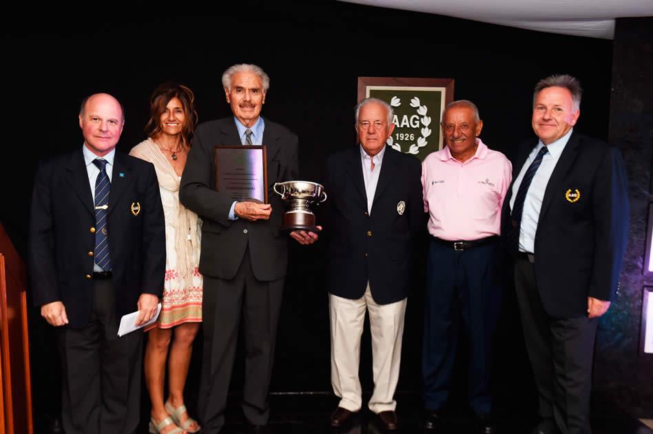Florentino Molina recibió el Premio AAG por su trayectoria (Enrique Berardi/PGA TOUR)
