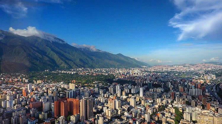 Caracas Country Club en la izquierda (cortesía Daniel Galíndez)