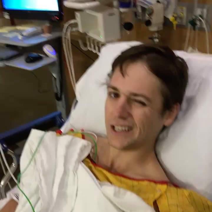 Eric Leyendecker recién operado (cortesía Instagram Eric Leyendecker)