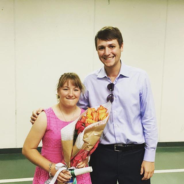 Eric Leyendecker con Ellie Spieth en graduación (cortesía Instagram Eric Leyendecker)