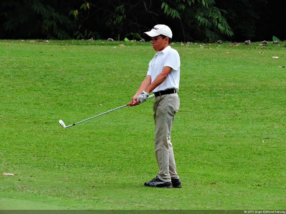 """Miguel Llamoza Jr., """"Quiero ser golfista toda mi vida"""""""