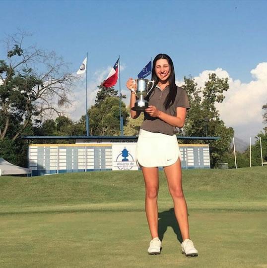 Valentina Gilly y Trofeo Abierto de Chile (cortesía Federación Chilena de Golf vía Chela Quintana)