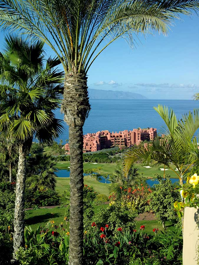 El abama golf de tenerife entre los tres mejores resorts for Piscinas publicas en el sur de tenerife
