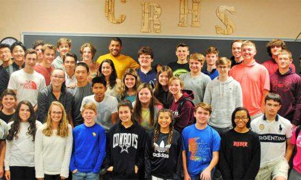 Jhonattan Vegas visitó la escuela Cinco Ranch High School
