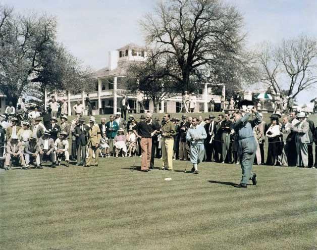 Bobby Joner tees off en 1935, junto a Gene Sarazen, Walter Hagen y Tommy Armour (cortesía Augusta National y Getty Images)