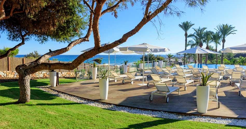 Con la llegada de la primavera comienza la temporada de Las Colinas Beach Club, un mundo aparte para el disfrute del sol frente al Mediterráneo