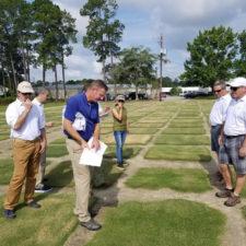 Dr. Brian Schwartz en Coastal Plain Experiment Station en Tifton GA