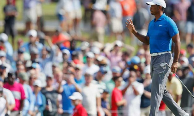 Tiger Woods, con ventaja de tres golpes en el TOUR Championship