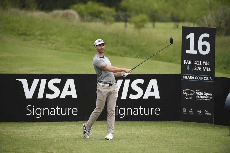Estanislao Goya acecha al puntero. / Gentileza: Enrique Berardi/PGA TOUR