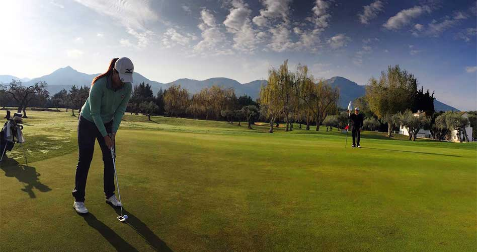 El golf profesional vuelve a Lauro Golf Resort