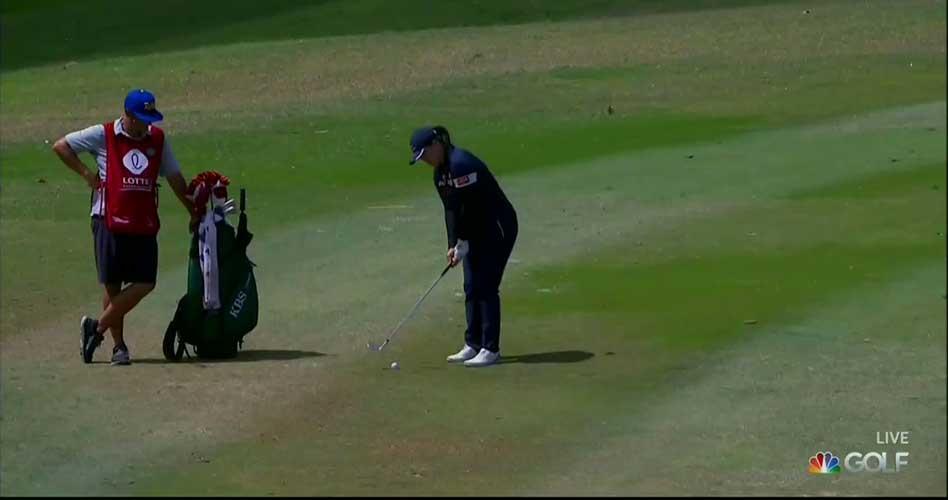 ¿El golpe con más suerte del año? La bola entró tras golpear la de una compañera en green ¡vaya eagle!